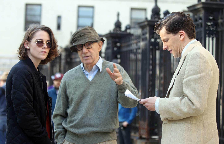 Кристен Стюарт, Вуди Аллен и Джесси Айзенберг на съёмках фильма «Светская жизнь»