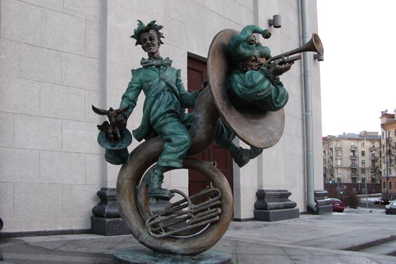 Скульптура Сергея Бондаренко «Клоуны-музыканты», фото: bel-besedka.by