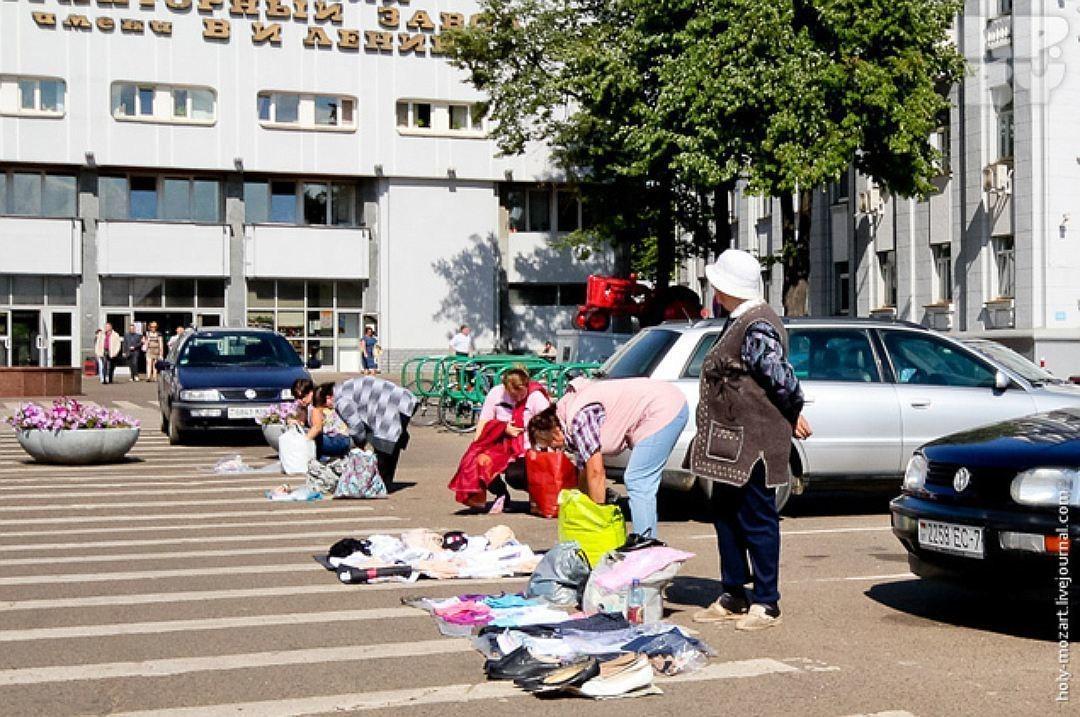Торговля под МТЗ, Минск, фото: holy-mozart.livejournal.com