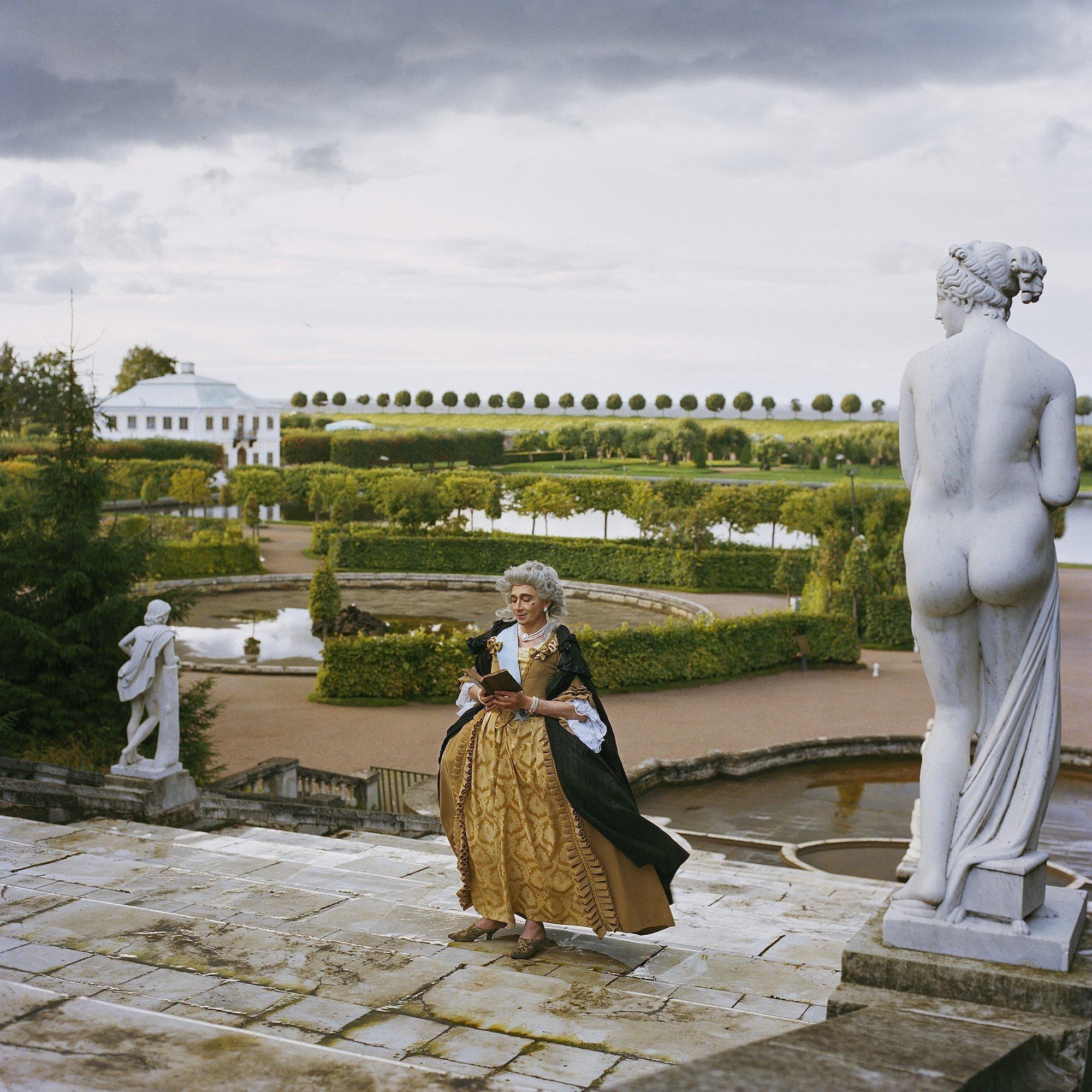 Фото Валерия Кацубы из серии «Метаморфозы монарха». Совместный проект с Владиславом Мамышевым-Монро