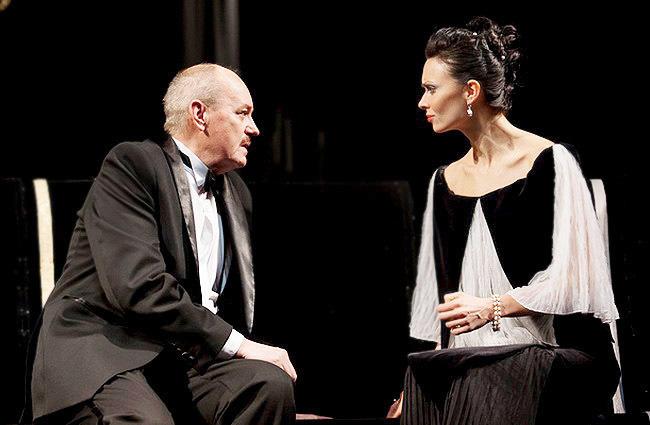 Анастасия Шпаковская в спектакле «идеальный муж», фото из архива театра
