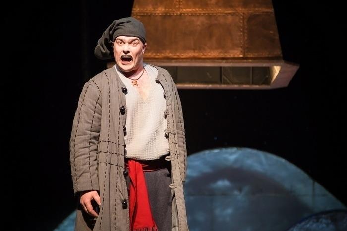 Артем Бородич в роли Вакулы, фото с сайта Купаловского театра