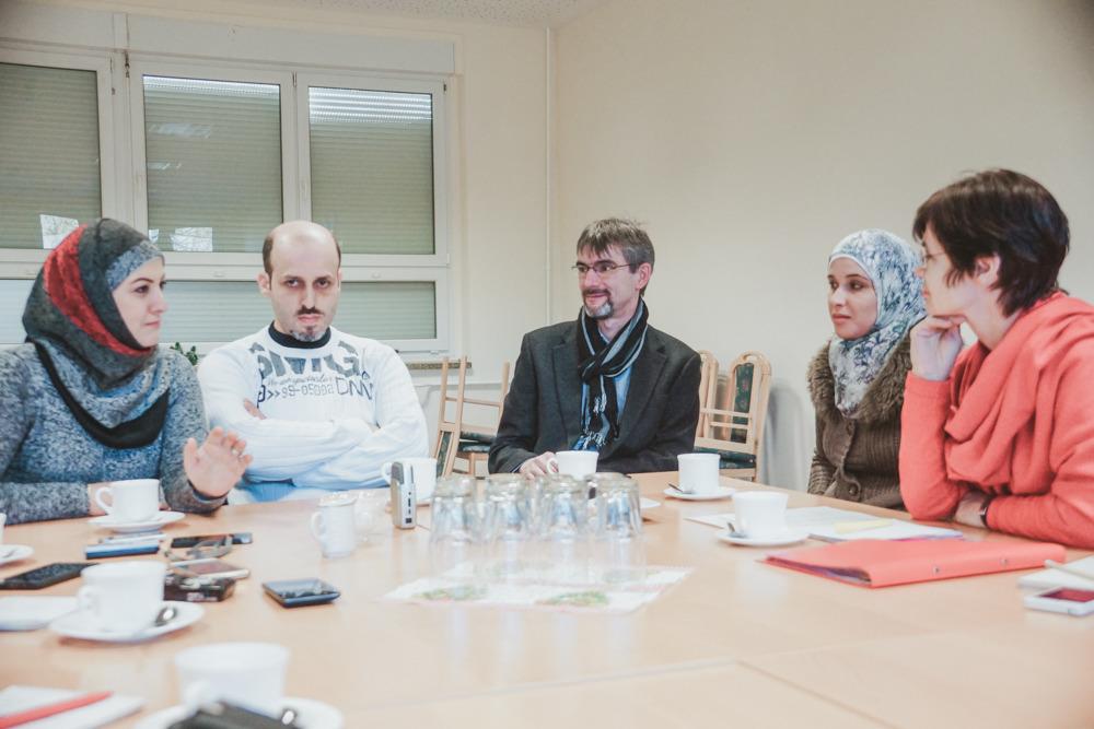 бургомистр Франк Шютц на собрании беженцев