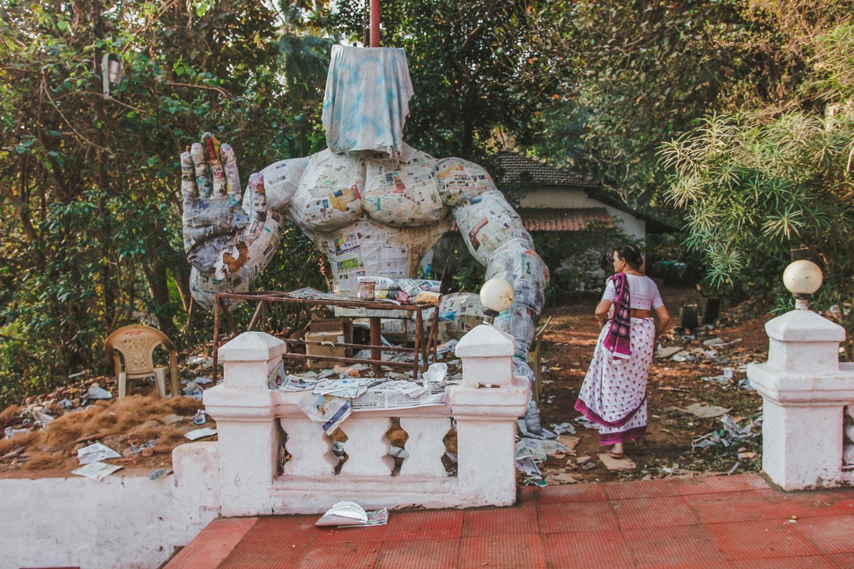 Ремонт статуи Шивы у храма