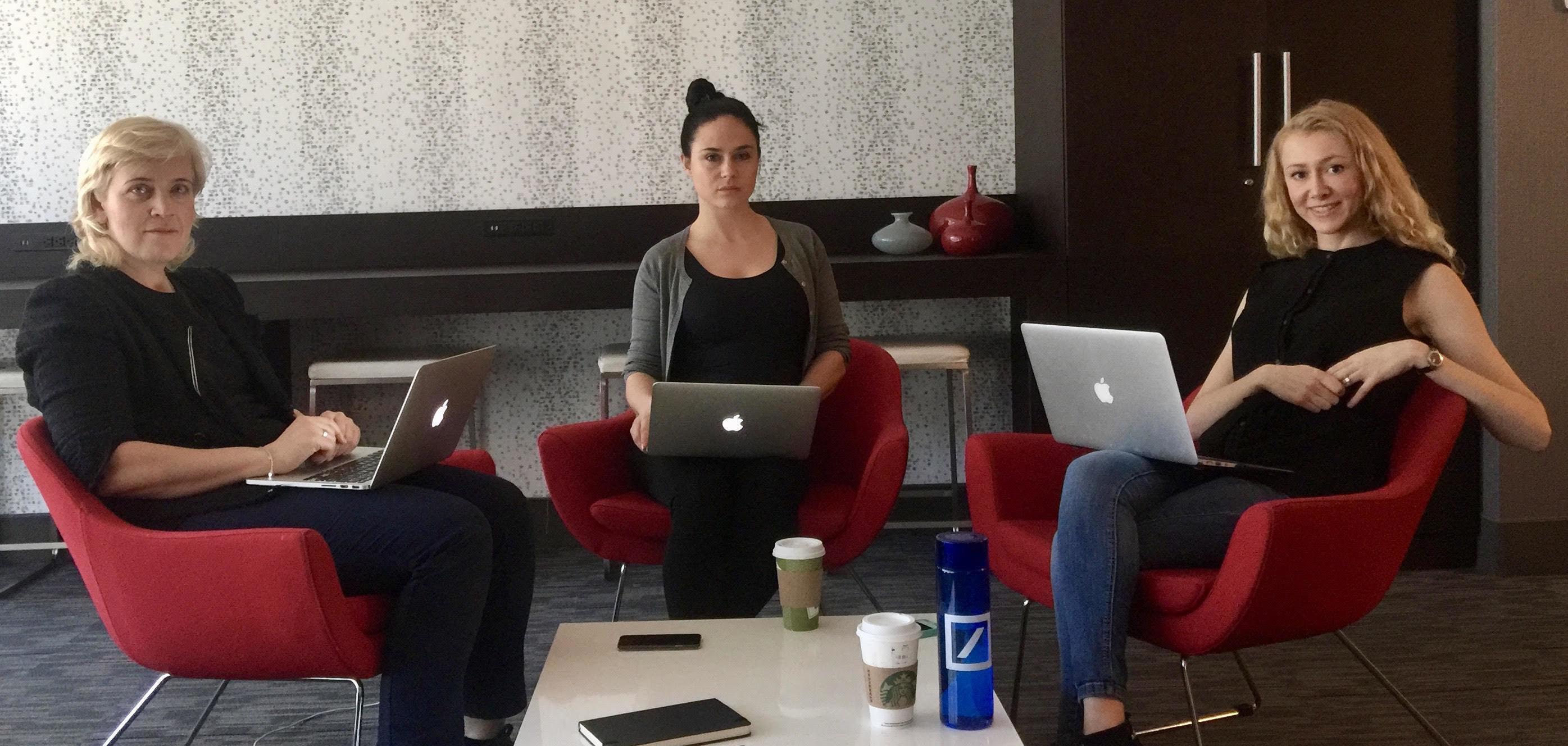 Команда Storifier.co (Слева-направо: Инна, Оксана, Лена)