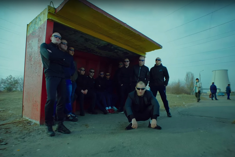 Кадр из клипа группы Грибы «Тает лёд»