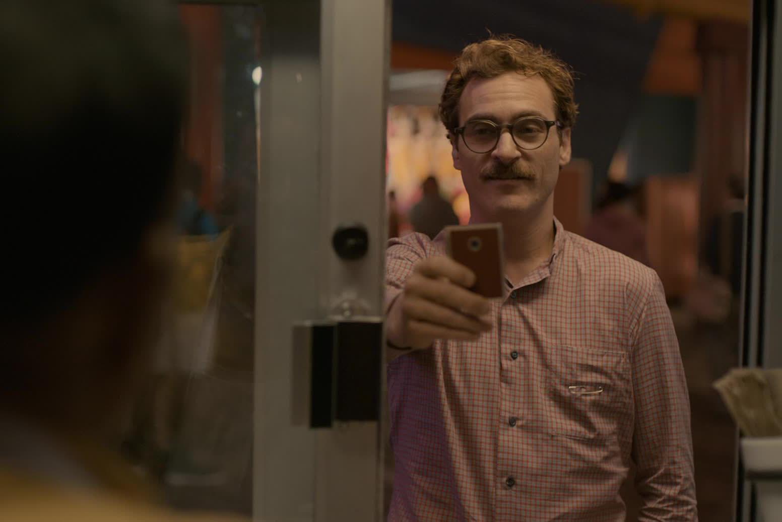 Кадр из фильма «Она»