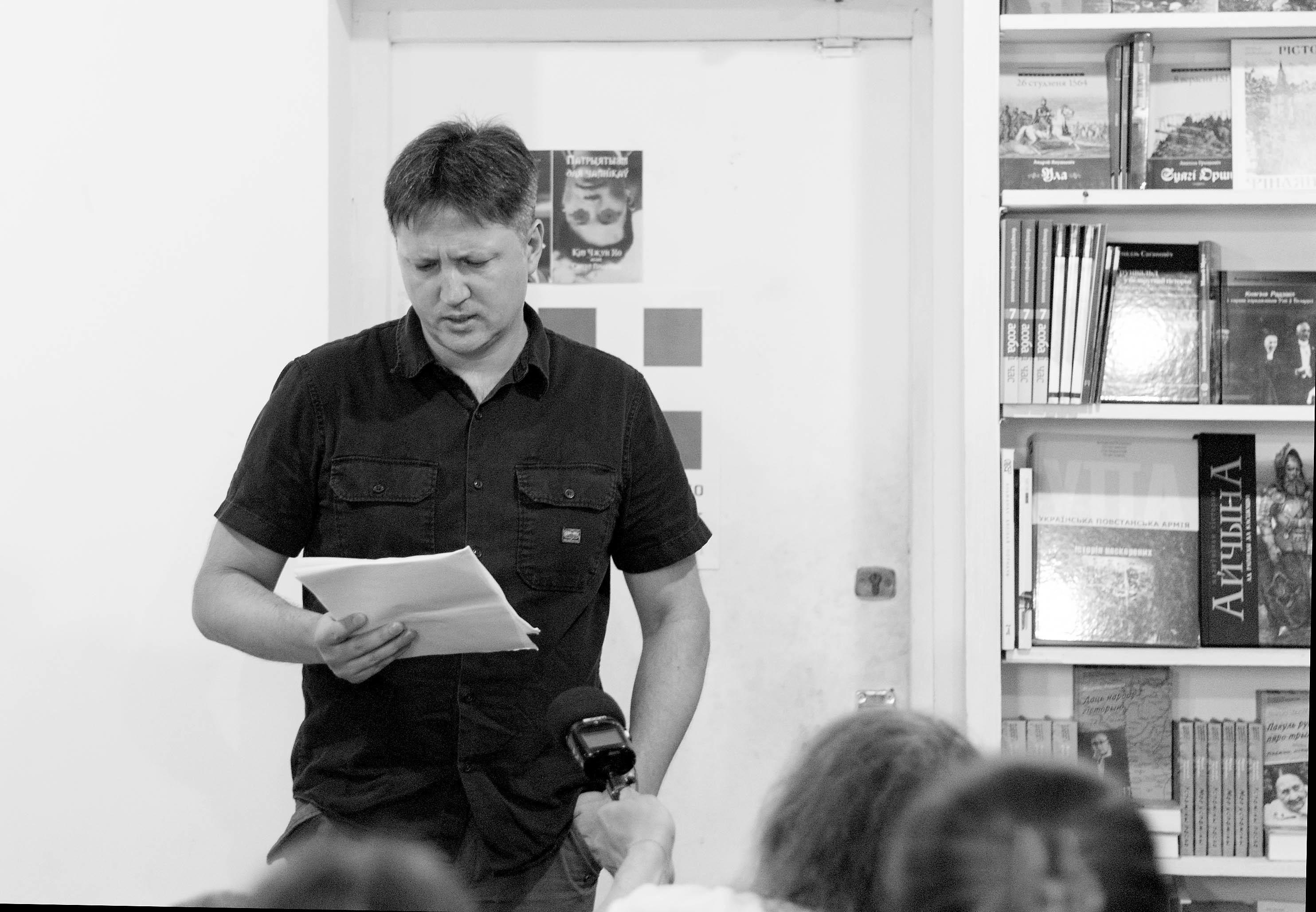 У кнігарні, фота: Алена Жасткова