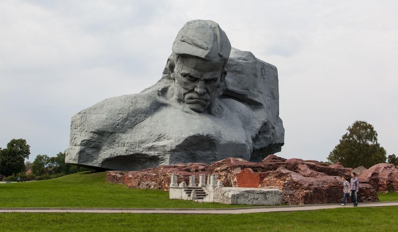 Монумент «Мужество», который был назван «самой уродливой скульптурой в мире» в 2014 г. Фото: Alamy