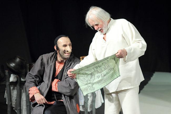 Фотография с постановки другого театра
