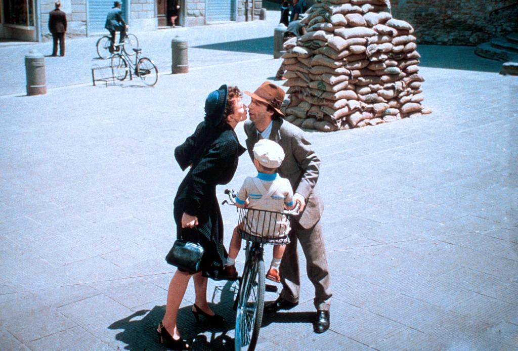 Кадр из фильма «Жизнь прекрасна»