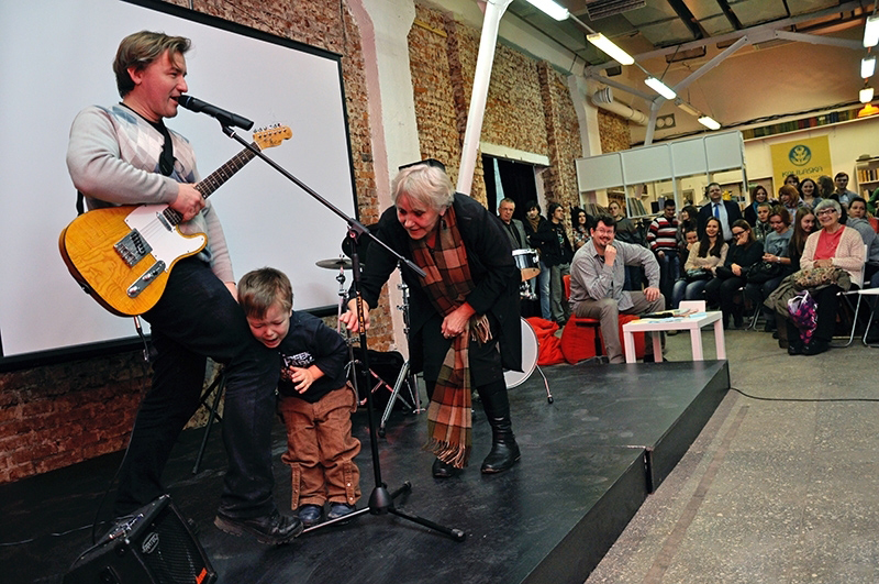ЦЭХ. Сергей Пукст на фестивале «Вершы на асфальце», февраль, 2014. Фото: budzma.by