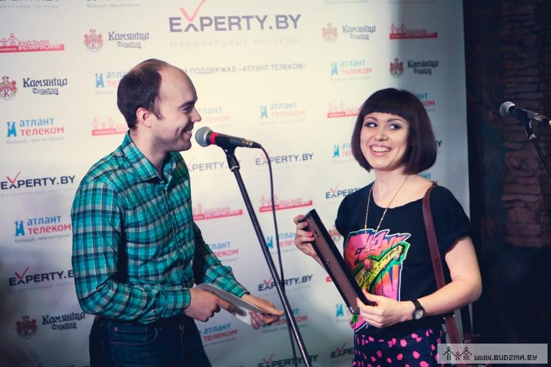 Наталья Куницкая получает награду, фото: budzma.org