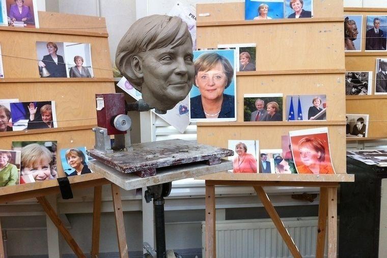 Голова Ангелы Меркель