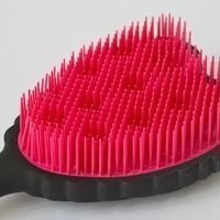 Thumb tangle cherub ultra hygenic detangling brush 2