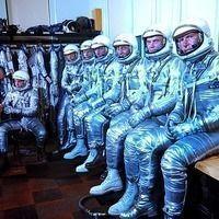 Thumb the original seven mercury astronauts